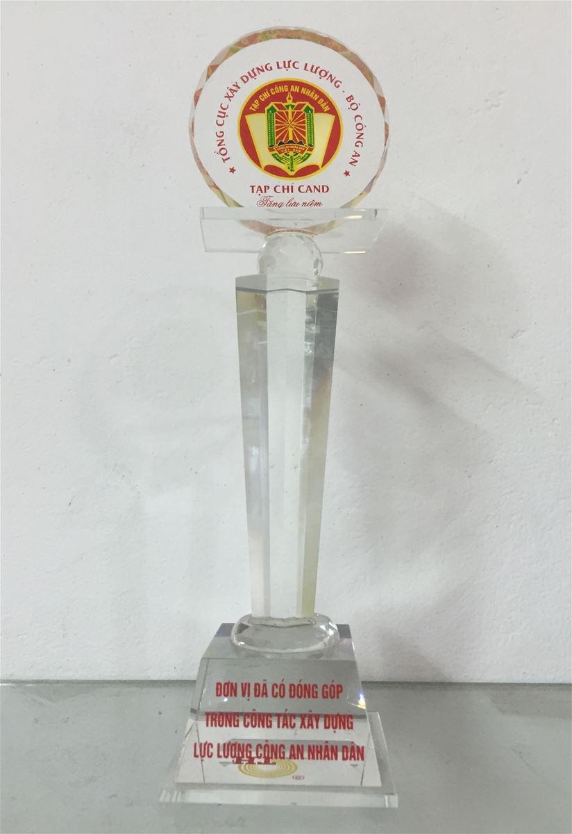 Tài trợ cho báo Công an nhân dân vì sự nghiệp bảo vệ tổ quốc và  cúp kỷ niệm 2013