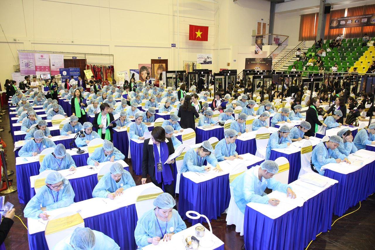 Cuộc thi Phun xăm Thẩm mỹ nằm trong Chương trình Ngôi sao Thương hiệu Thẩm mỹ ( Hand Việt làm ban giám khảo)