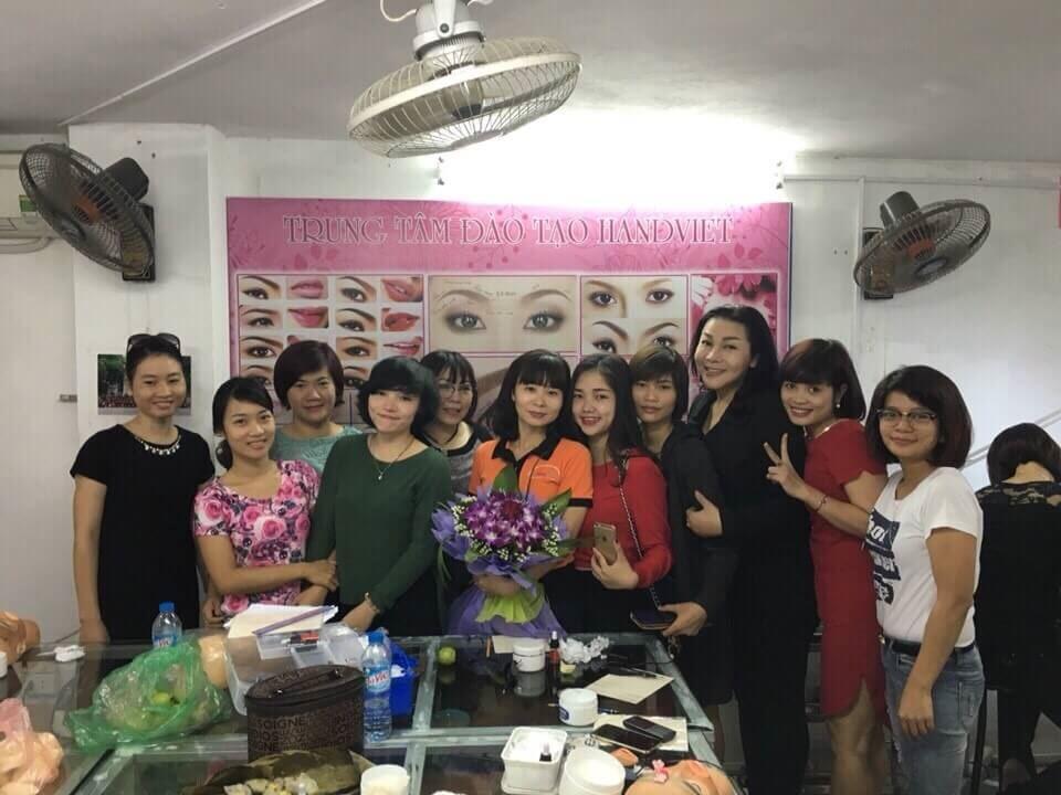 Hình ảnh lớp Phun xăm thẩm mỹ Hand Việt